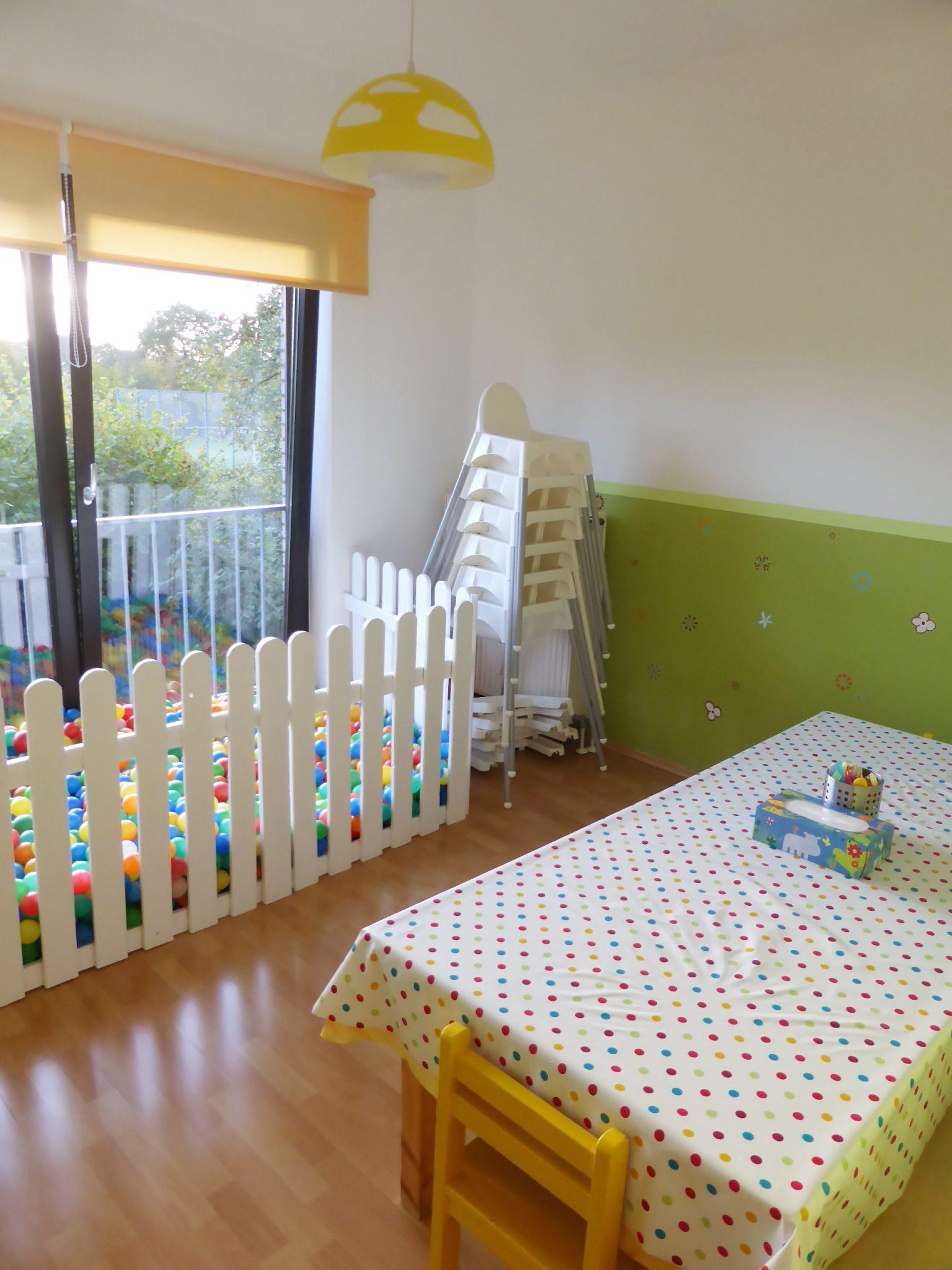Esszimmer 1 Kita Kid Zone Kinderbetreuung  - Esszimmer und Bällebad