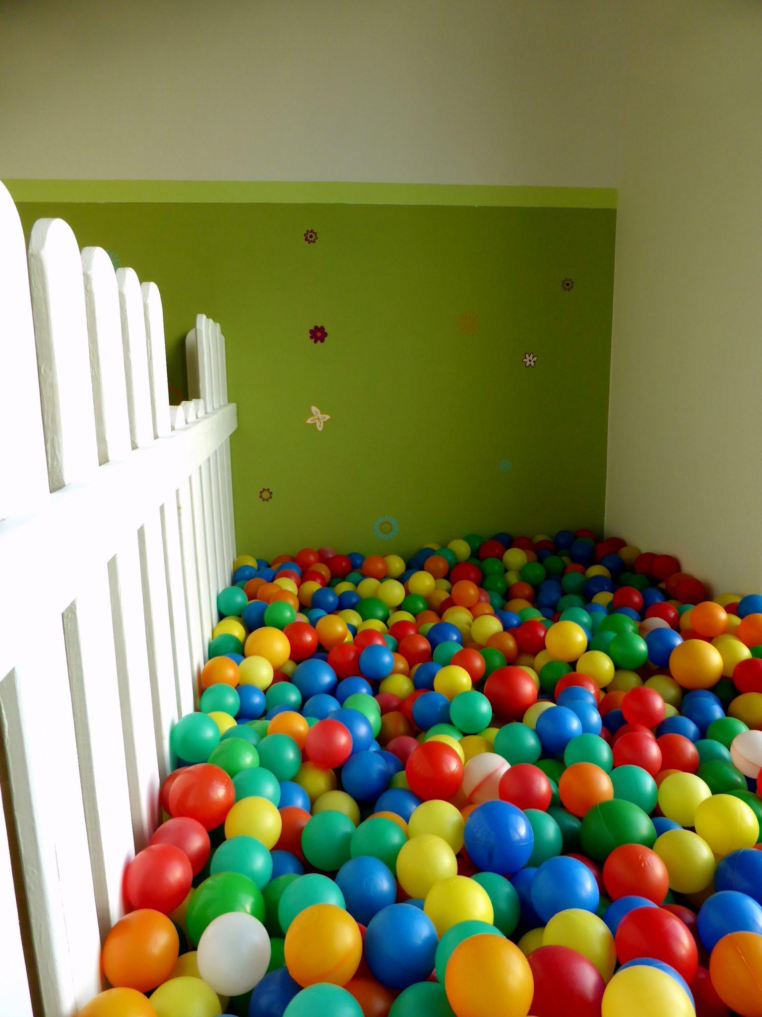 Esszimmer 2 Kita Kid Zone Kinderbetreuung  - Esszimmer und Bällebad