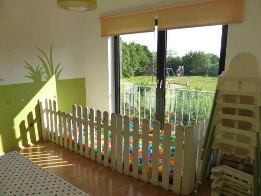 Esszimmer Kid Zone Kinderbetreuung 3 538x404 - Esszimmer und Bällebad