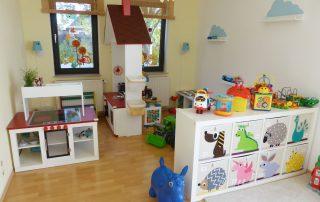 Spielzimmer 1 Kita Kid Zone Kinderbetreuung 320x202 - Spielzimmer