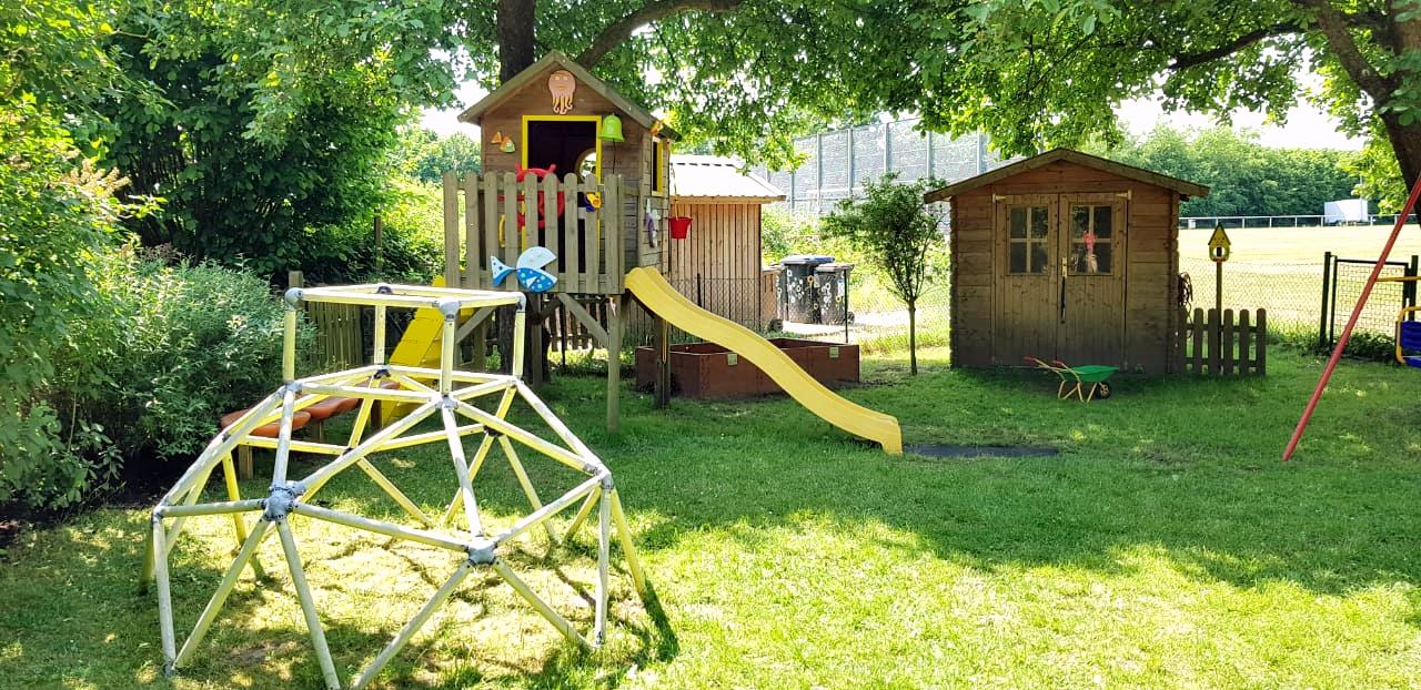 Kid Zone Erlebnisgarten unterm Apfelbaum - Kita Kid Zone Kinderbetreuung für 0-3 Jahre in Jersbek