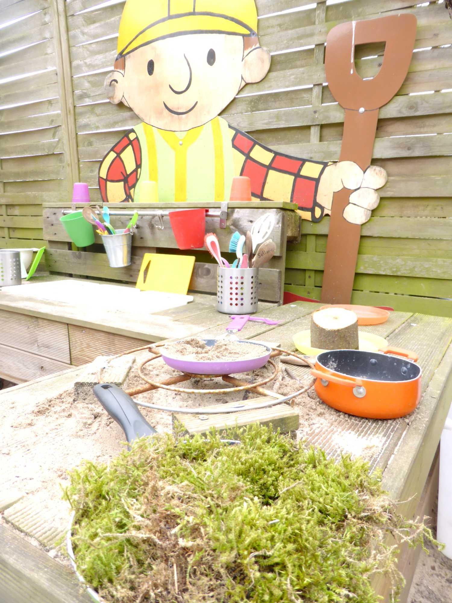 Kita Kid Zone Kinderbetreuung Matschküche 2 - Outdoor-Kinderküche