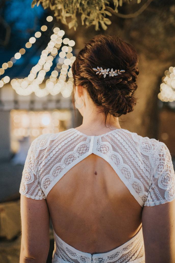Offener Rücken einer Braut bei einer Winterhochzeit 2019