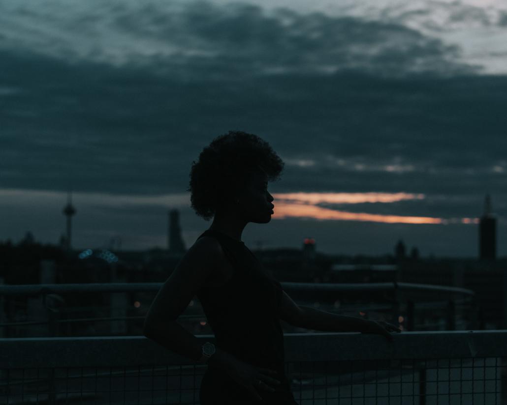 silhouette bei nacht
