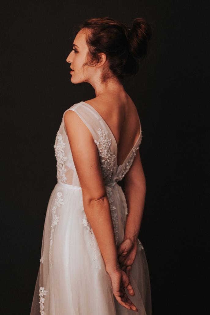 Studio Portrait im Hochzeitskleid