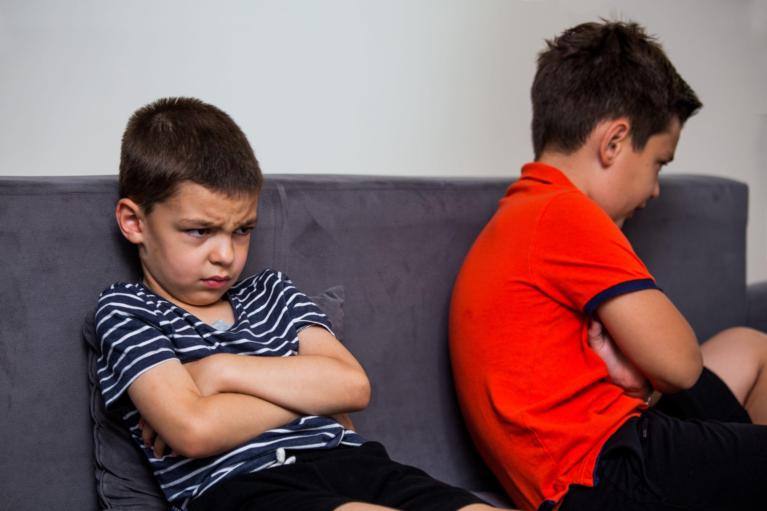 Beleidigte Kinder nach dem Spielen