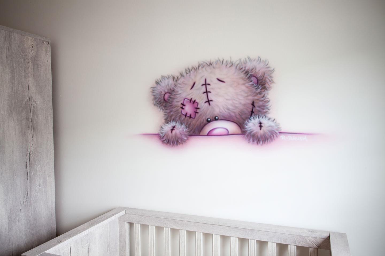 Roze me to you beertje meisjeskamer, airbrush babykamer muurschildering