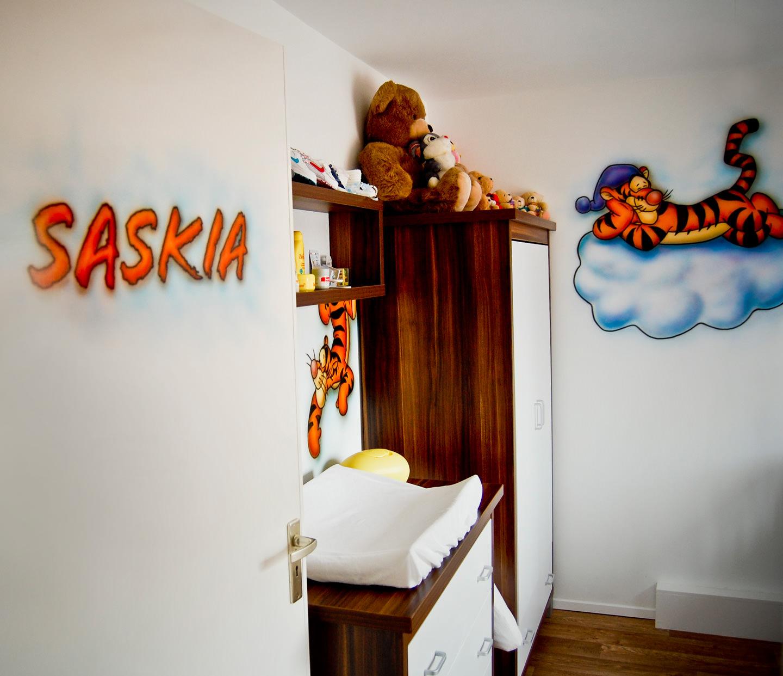 Teigetje thema muurschilderingen in babykamer