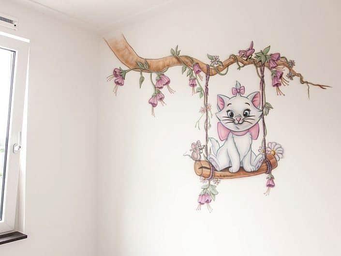 Poes op schommel muurschildering