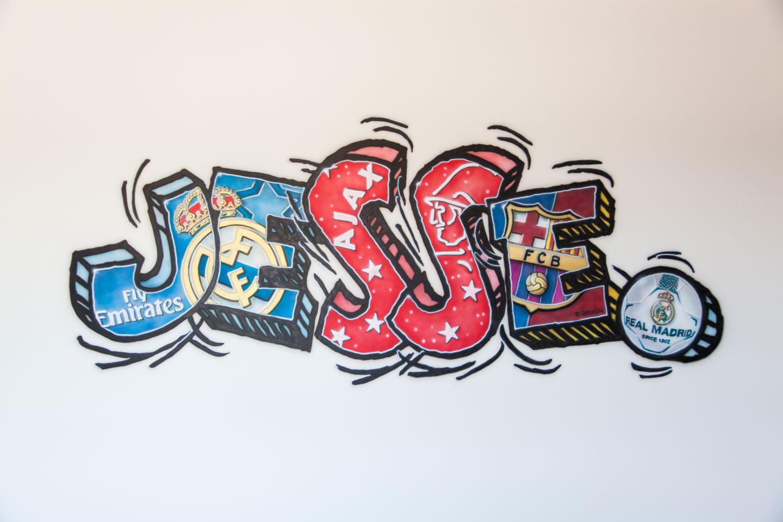 Stoere voetbal graffiti jongensnaam muurschildering jongenskamer