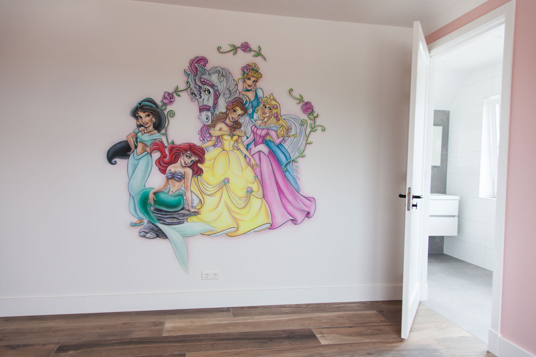 Mooie Disney prinsessen muurschildering in de meisjeskamer