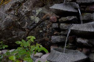 Kinkamon Aallon pihapiiristä löydät kauniita vesielementtejä.