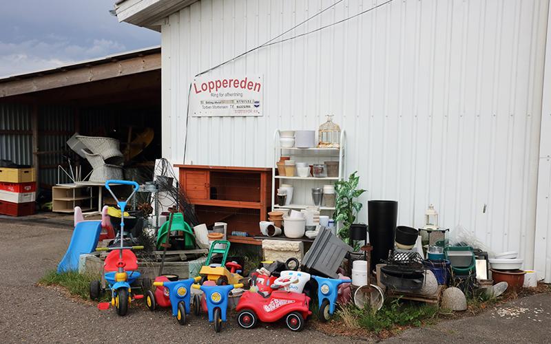 Genbrugsbutikken Loppereden ved Knabstrup Hallen, ting og sager til salg