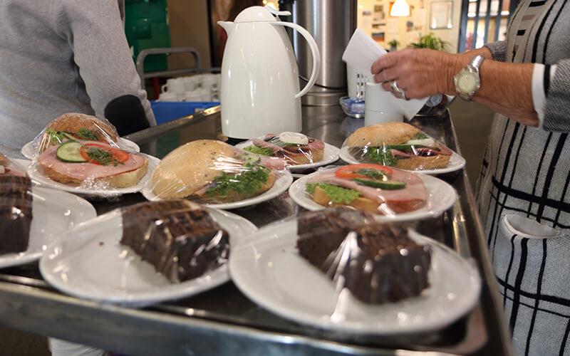 Sandwitch og kage, mad og forplejning ved Knabstrup Hallen