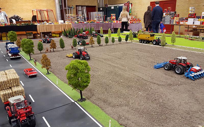 Traktor messe i Hallen, model opbygning i hallen