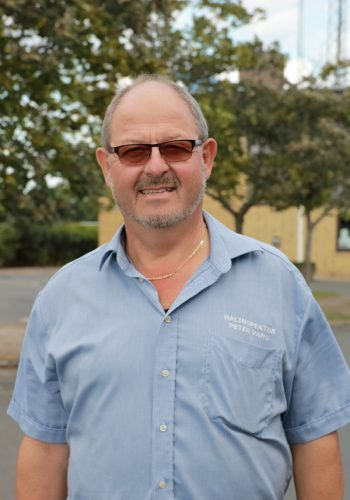 Knabstrup Hallens halinspektør Peter Vang, mand med blå skjorte