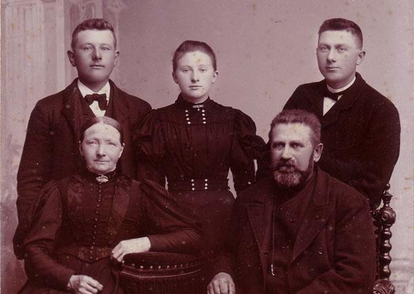 Zedsil og Iver Knygberg med børnene fv Thomas, Ane og Christen