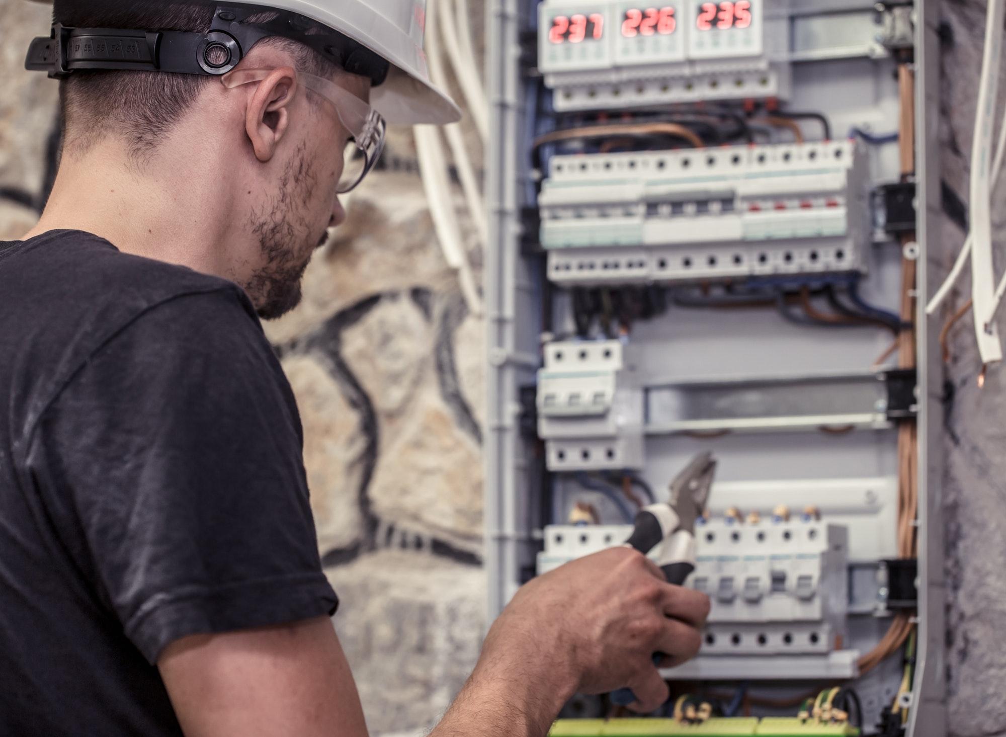 Akut elektriker København døgnvagt indenfor 1 time, ring bestil el døgnvagt også lørdag & søndag samt i dagstimerne og vi kører med det samme