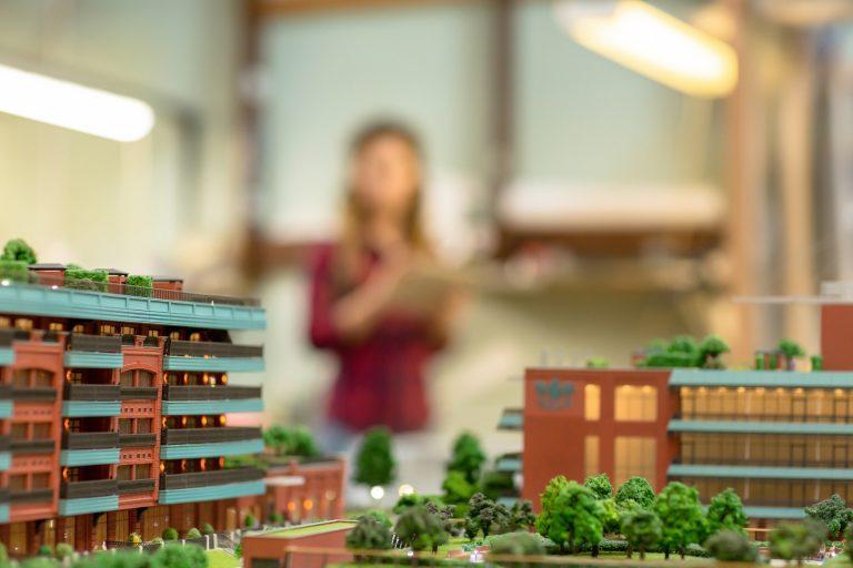 Elinstallatør byggestrøm og byg el til nybyggerier og leje af byggepladstavle - Bestil elinstallatør og elektriker til bygge af hus eller sommerhus