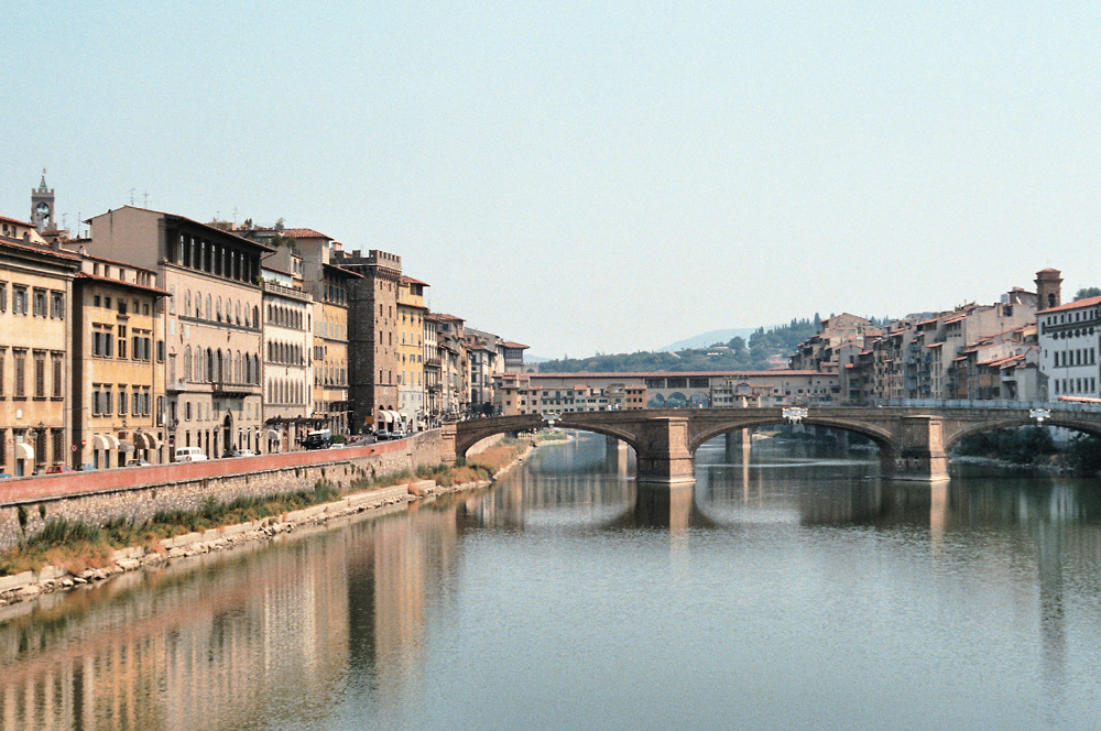 Zicht op de Arno en Florence