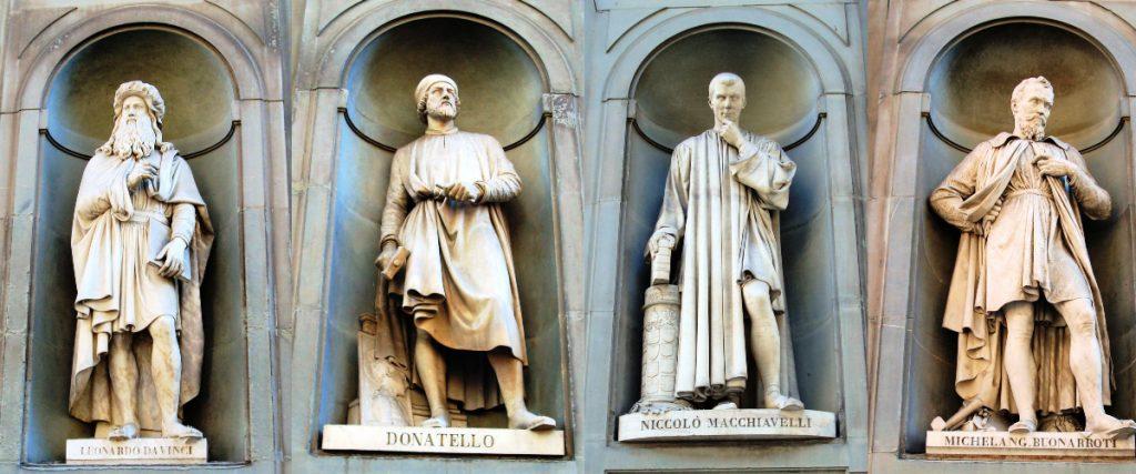 Statues of Leonardo da Vinci, Donatello, Machiavelli en Michelangelo in Piazzale degli Uffizi, Florence