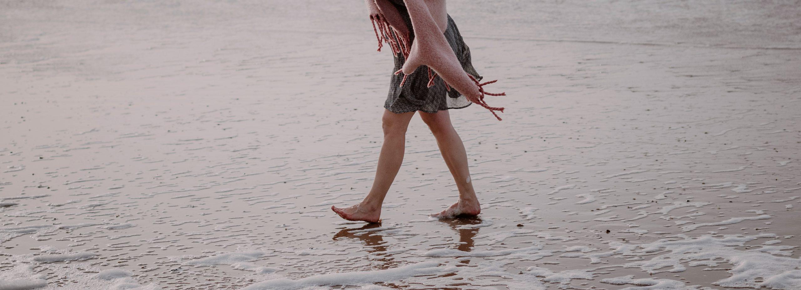 koesteren met blote voeten in het zand studio koester booster