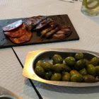 Embutidos, queso y olivas típicos de Alentejo