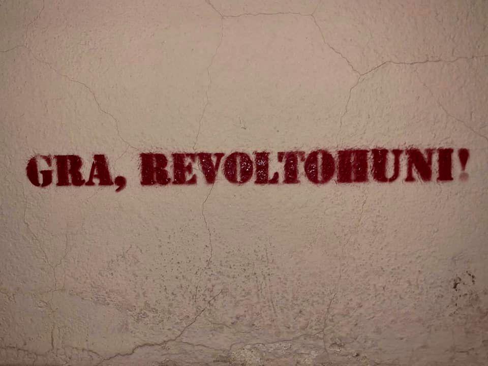 Aksion: Gra, revoltohuni
