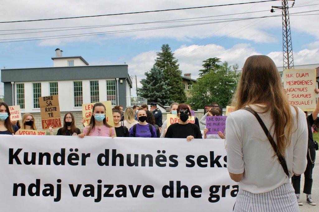 Protestë: Kundër dhunës seksuale ndaj vajzave dhe grave