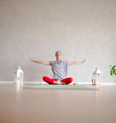 Malin i yogaposition