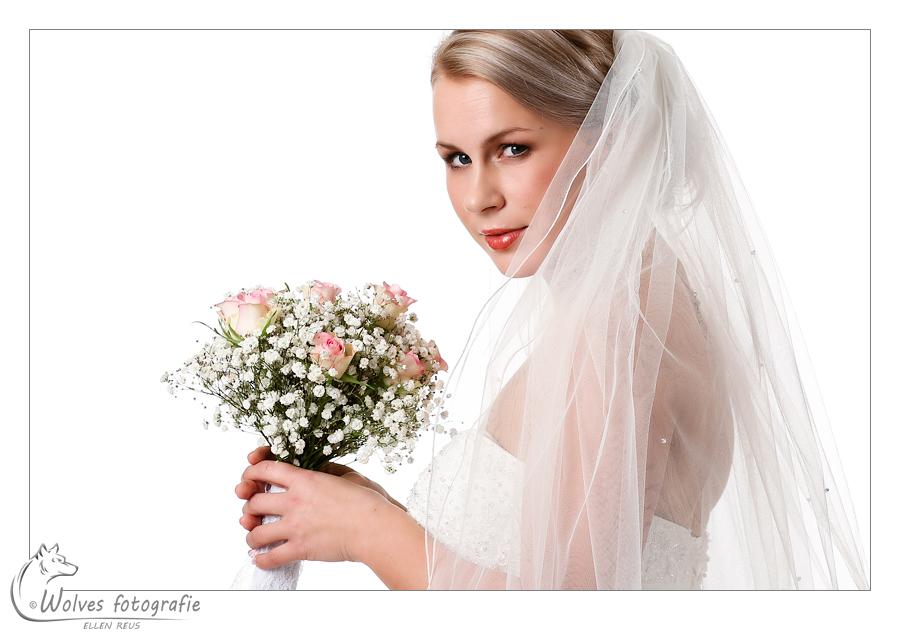 Model: Eline Klinkenberg - Visagist en haarstylist: Tamara Arts-Thiesen - Trouwjurk: Stephanie's Bruidsboutique - Bloemen: The green room - Fotograaf: Ellen Reus - Wolves fotografie - portretfotografie - bruidsfotografie
