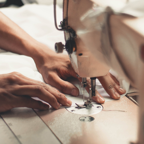 person-holding-sewing-machine-2973392
