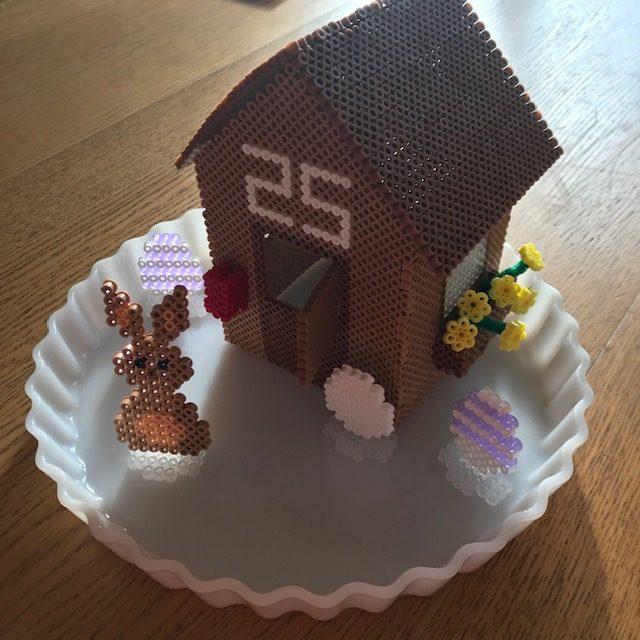 Påskeharens hus i perler