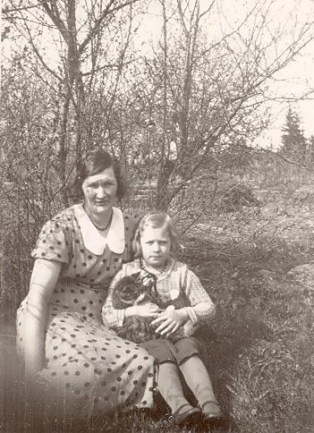 Gunhild (1897-1974) & Gunborg f 1927