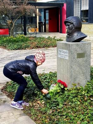 Церемония возложения цветов к памятнику            Ю.А. Гагарина