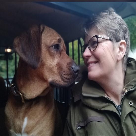 Jeg hedder Birgitte og er dyrlægeeksamineret Kranio-Sakral Terapeut til hunde