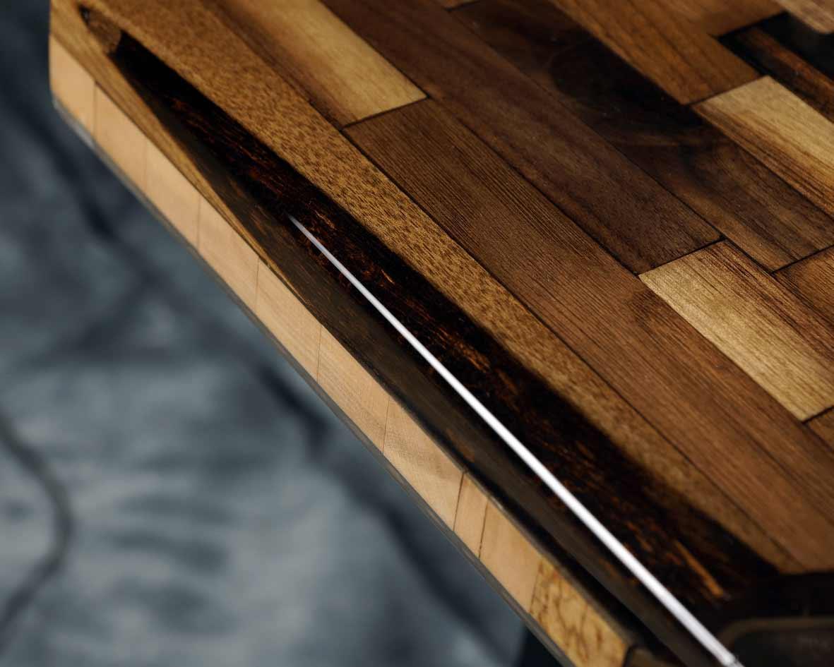 Dein Tisch wird zu einem Unikat. Hochwertiges Holz und Epoxidharz