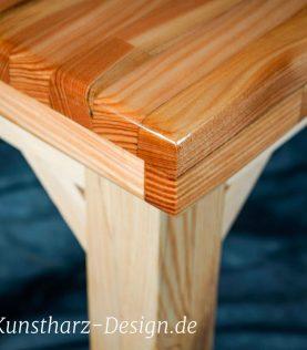 Das Holz für deine Tischplatte wird verzugsfrei verleimt.