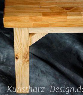 Sehr massive Tischbeine aus Holz tragen deinen Esstisch