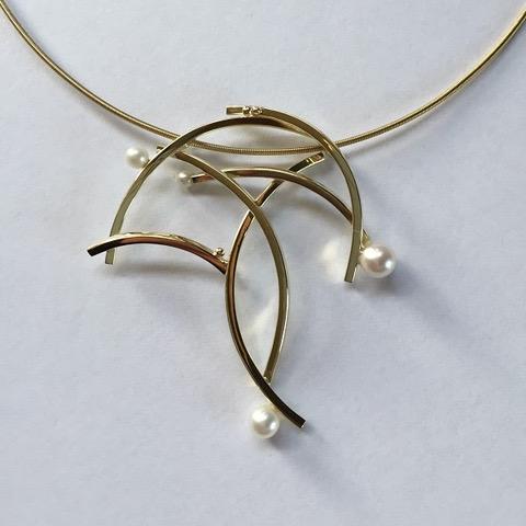 Pirouette - Goud met parels - 5 x 4.5 cm