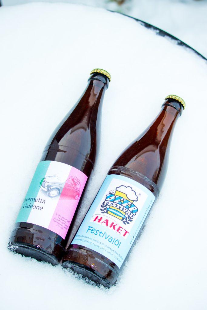 Gör egna etikettor öl till fest.
