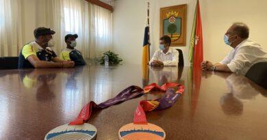 El  alcalde de Santa Lucía, Santiago Rodríguez, recibió este martes al atleta Yasiel Sotero, que recientemente logró  la medalla de bronce en lanzamiento de disco en el Campeonato de Europa Sub-23, celebrado en Estonia