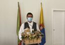 Santiago Rodríguez, acudió a la Basílica de Teror junto a los otros 20 alcaldes y alcaldesas de Gran Canaria para realizar una ofrenda simbólica con una cesta con productos del municipio que sustituye a la Romería Ofrenda que se celebra cada 7 de septiembre en la villa mariana.