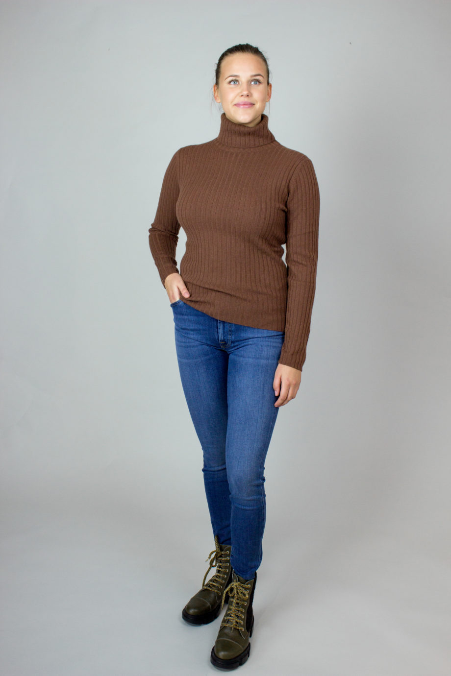 ALLUDE camel polo sweater