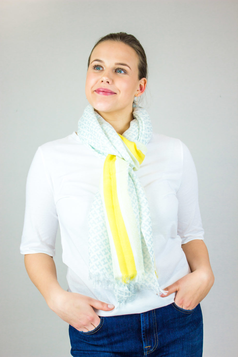 36. HEMISHPHERE H-scarf Green/yellow