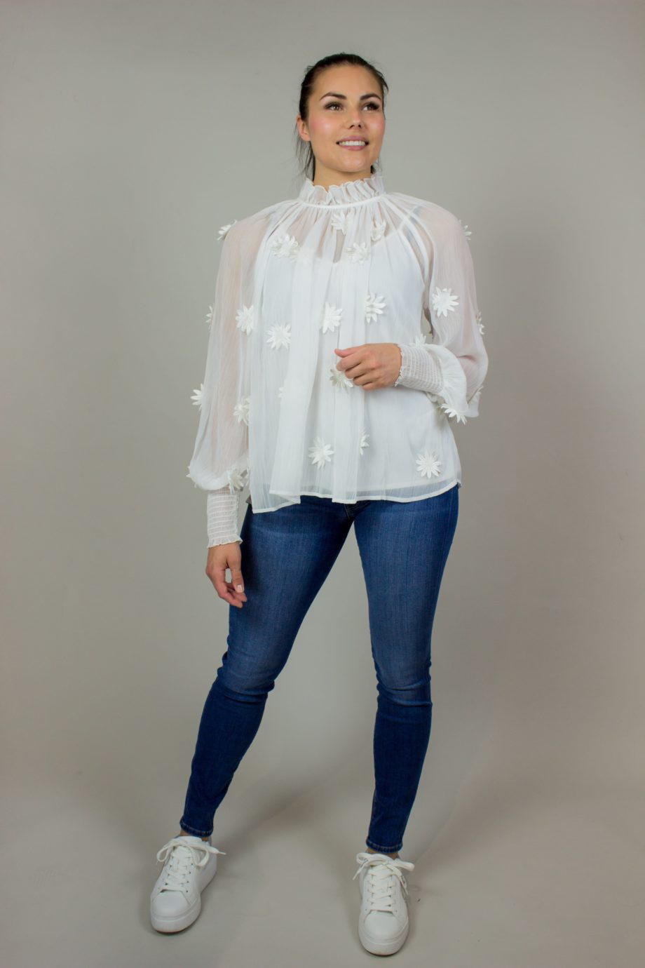13. FRENCH CONNECTION White flower blouse