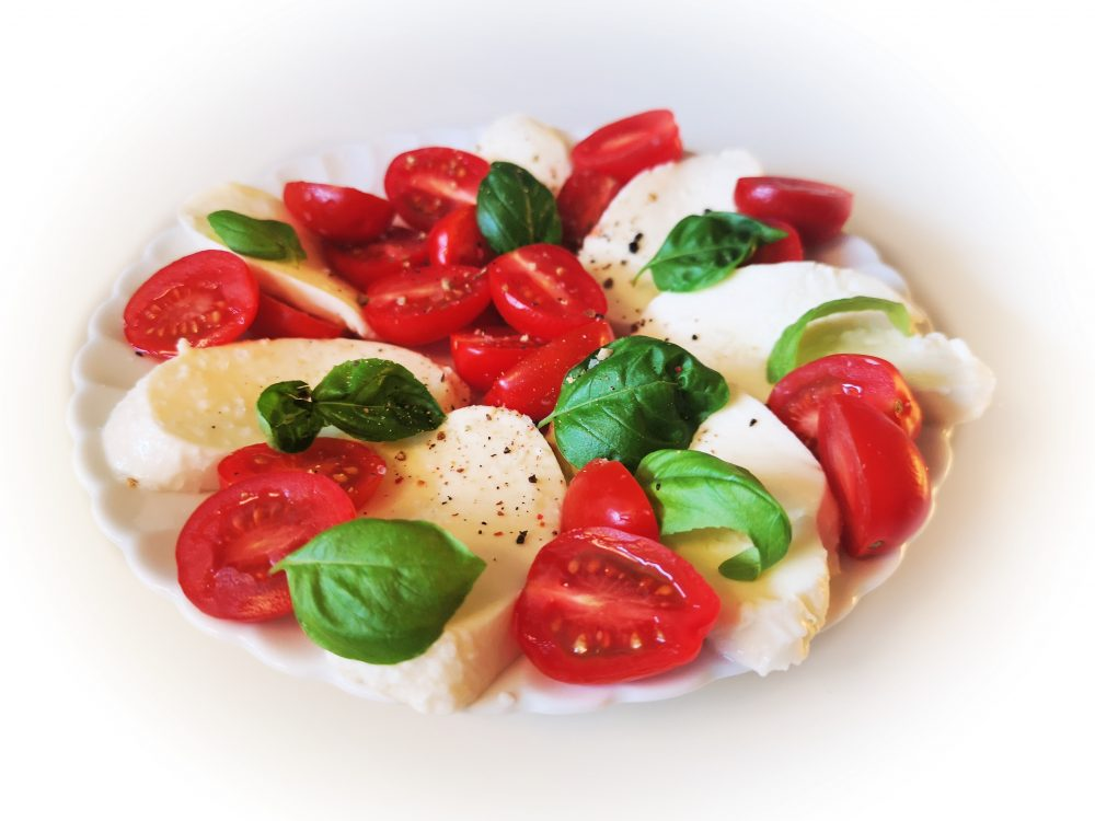 2019-05-20 17.20.01-lappeteppet-mozarella-tomat-basilikum