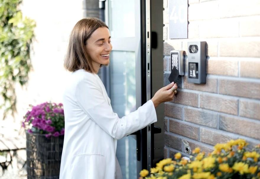 Låsesmed Frederiksberg er en låsesmedsfirma på Frb som tilbyder alt af låsesmed f.eks. elektronisk adgang som billedet viser