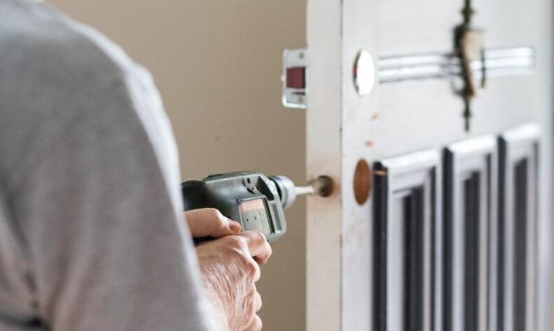 Låsesmed Hvidovre vil levere dørlåse direkte til dit hjem, installere det og give professionel rådgivning, hos os får du alt i låsesmed akut