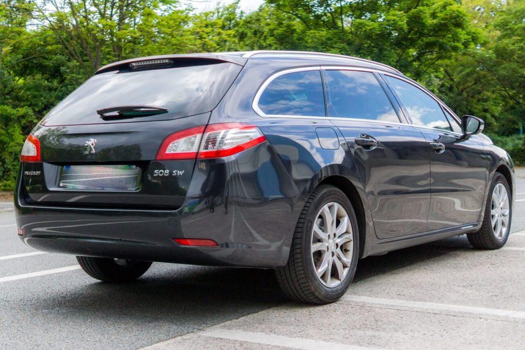 Autolåsesmed Charlottenlund åbner både din bil og dør op hvis uheldet er ude.